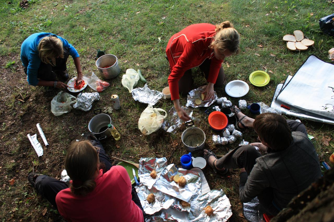 09 Voorbereidingen voor het eten (Annemieke)