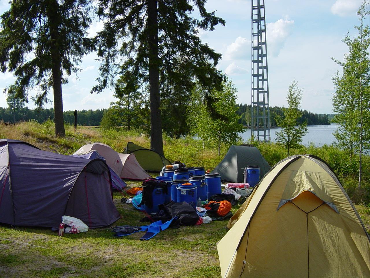 13 Hier stonden we een nacht op een camping, wat hadden we veel zooi zeg! (Bas Wetter)