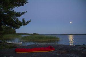 Als het meevalt met het aantal muggen en het weer is goed kan je prima buiten onder de sterrenhemel slapen (Bas Wetter)
