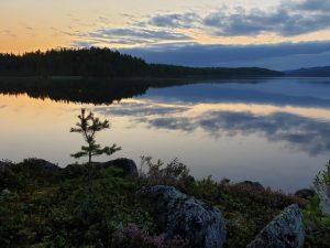 De schemering gaat in midden Zweden door van zonsondergang tot zonsopgang (Annemieke)