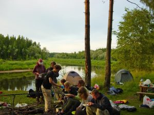 Een foto van mijn eerste reis met Knor in 2005, een kanoreis in Letland (Bas Wetter)