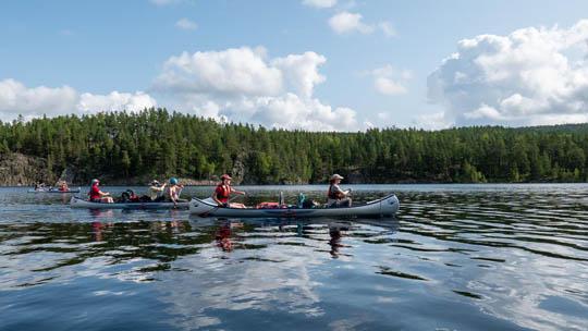 Ga in juli mee met deze grensoverschrijdende kanotocht van Noorwegen naar Zweden en verblijf 12 dagen in het wild (Bas Wetter)