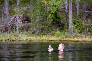 In je uitrusting hoort ook een waterfles en natuurlijk een zwembroek! (Bas Wetter)