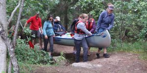 Kanoën is samenwerken en niet alleen tijdens het peddelen (Liesbeth)