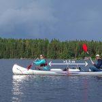 In Zweden wordt een afstand van 1 meter geadviseerd, die kunnen we prima handhaven op een kanoreis (Peter Kok)