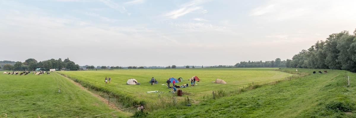 In oktober maken we een kanotocht door de Biesbosch en kamperen bij een boer op een eiland (Bas Wetter)